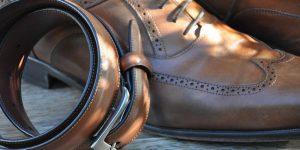 Zapatos y cinturón de cuero vegano