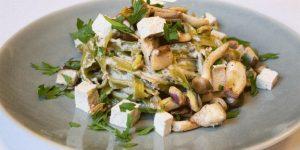 Tallarines con salsa de setas y tofu. Vegan Food Club